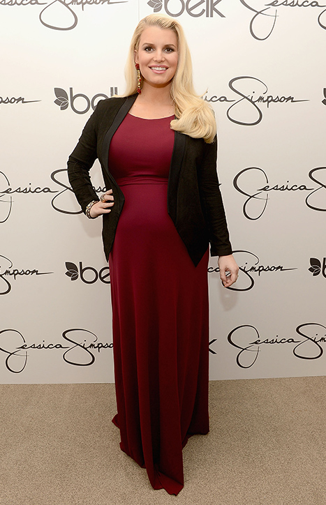 "Jessica Simpson Gives Up High Heels for Second Pregnancy, ""Practicing"" Walking in Flats"