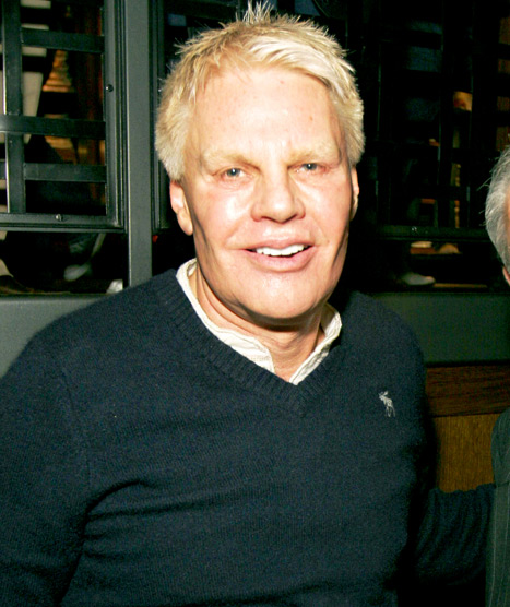 "Abercrombie And Fitch CEO Mike Jeffries Apologizes For ""Cool Kids"" Comment"