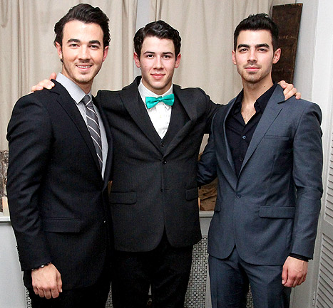 Joe Jonas, Nick Jonas Congratulate Kevin Jonas, Wife Danielle on Pregnancy News