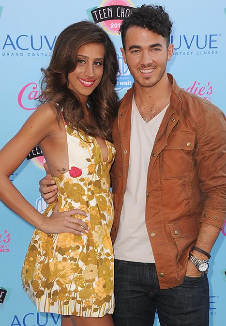 Danielle Jonas Debuts Tiny Baby Bump at 2013 Teen Choice Awards: Picture