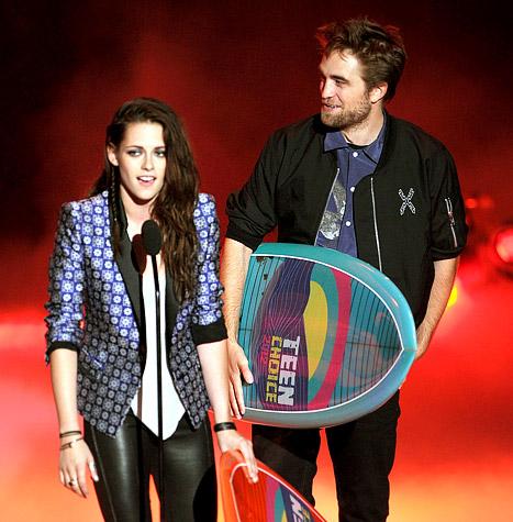 Kristen Stewart and Robert Pattinson Skip Teen Choice Awards 2013, Win Big
