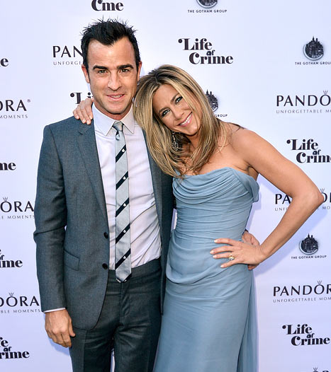 Jennifer Aniston Wears Strapless Dress Alongside Fiance Justin Theroux at Life of Crime Premiere: Picture