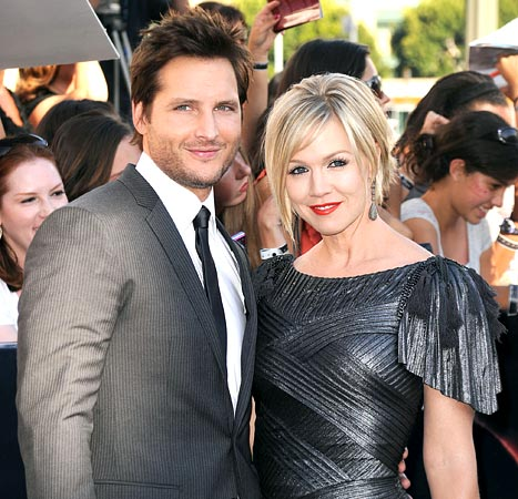 Jennie Garth, Daughters Drop Off Peter Facinelli at Airport: Picture