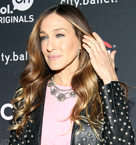 "Sarah Jessica Parker Slams Plastic Surgery Report to Fix Her ""Witch's Hands"""