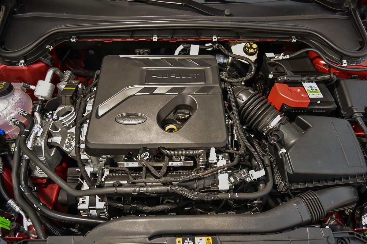 三缸化的1.5L EcoBoost 渦輪增壓引擎更導入多項新科技,輸出帳面雷同但個性卻進化後反應更靈敏。