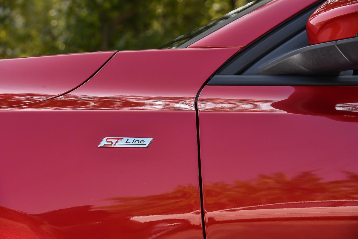 加裝運動化套件的頂規車款理所當然要有銘牌彰顯身分。