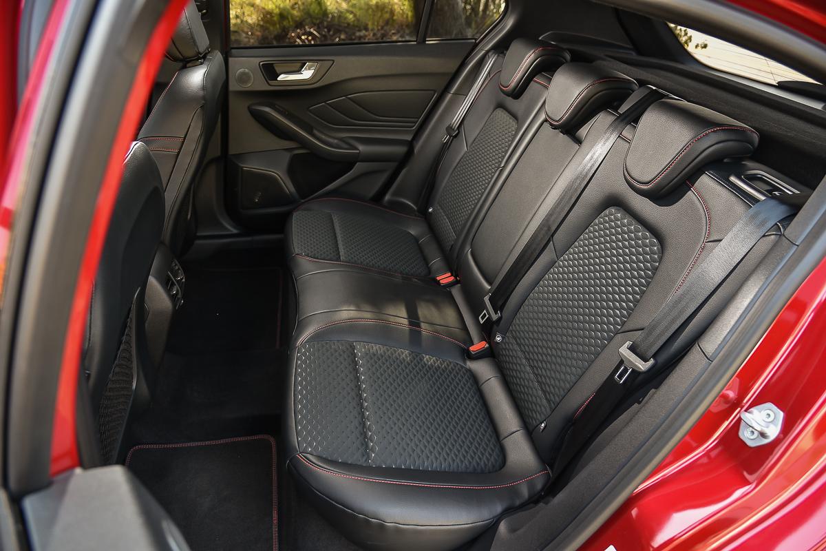 經過反覆試坐,五門Focus的後座頭部空間比起四門車型略勝一籌。