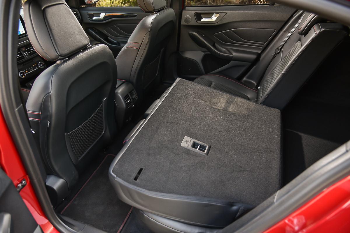 後座椅背可四/六分離前倒功能比起前一代改良幅度更是明顯。