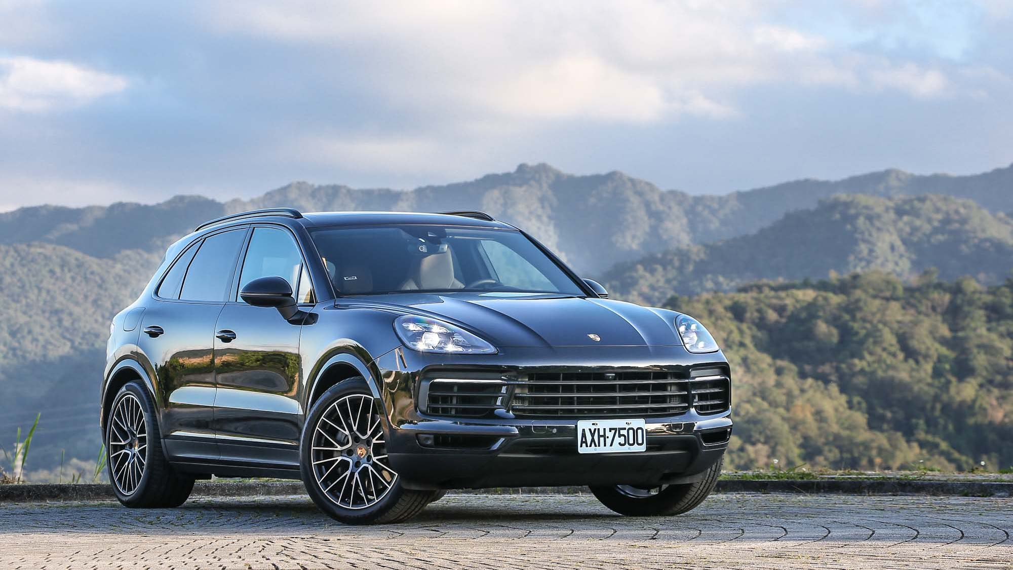 超人很強?Porsche Cayenne S 也算是個驚奇隊長!