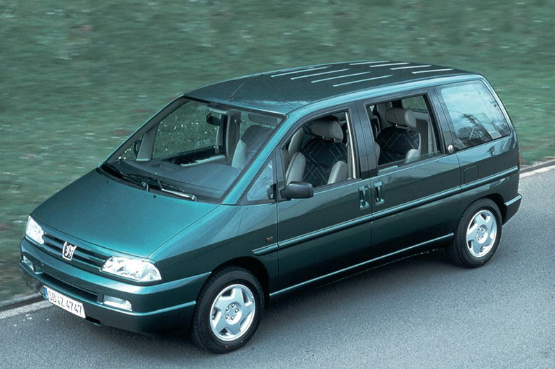 1994年誕生的PEUGEOT 806是款Full Size MPV,具備寬敞且多變的實用大空間。