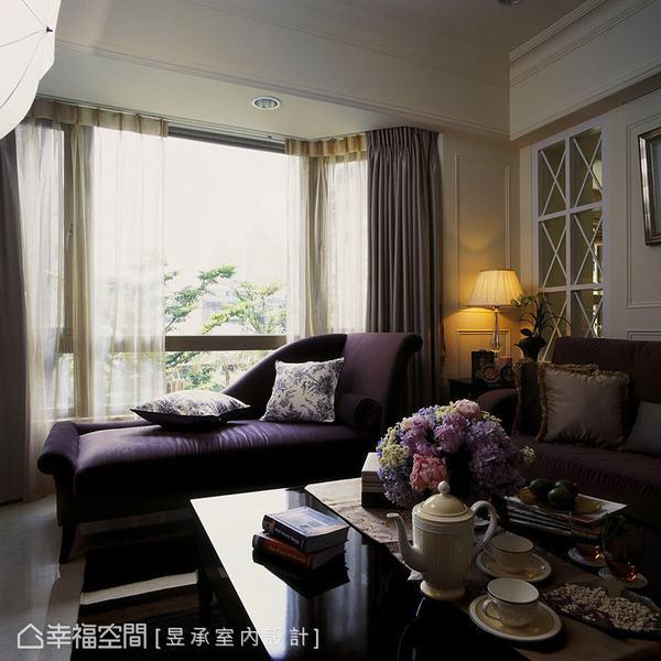 臨窗處,特意安置一張舒適的貴妃椅,方便屋主坐攬窗外綠意美景,也為空間增添幾許浪漫氣息。