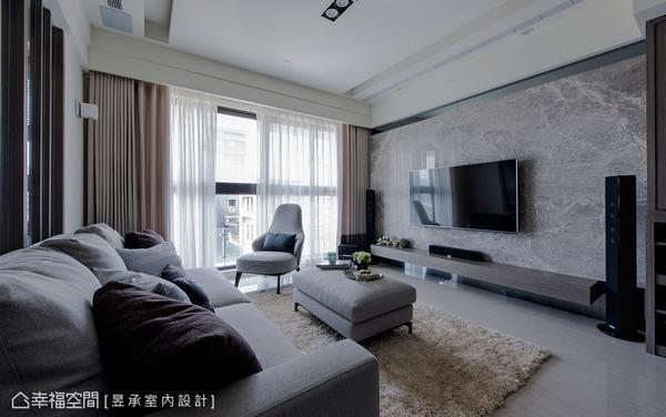 以安格拉珍珠大理石結合灰鏡的別緻設計,展現客廳空間的質感與大器度。