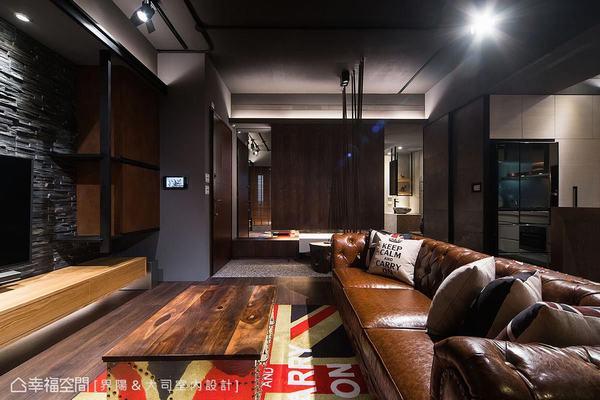 木皮與白漆高低錯落矮櫃,搭配大型懸吊式櫃體與鏡面,兼具收納實用性與視覺美感。