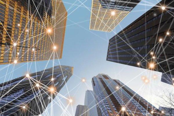 數字網絡連接線建築,美國芝加哥市的摩天大樓和藍天,Getty