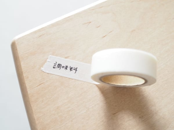無印良品白色紙膠帶,可代替標籤貼紙使用