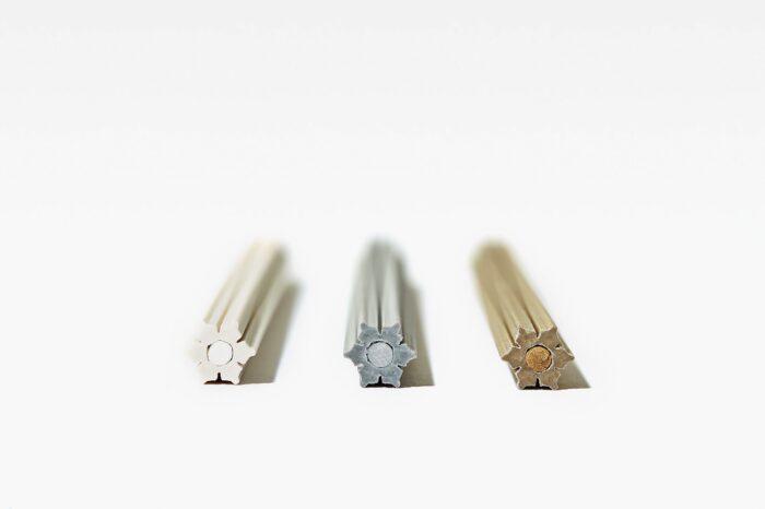 雪色鉛筆斷面
