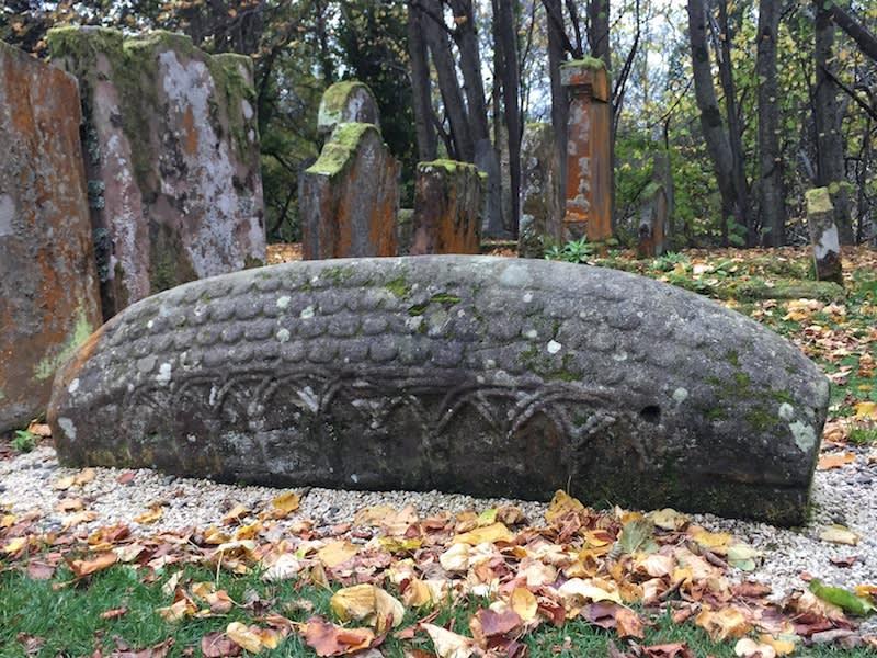維京豬背石墓碑 。Photographer | Serina Su