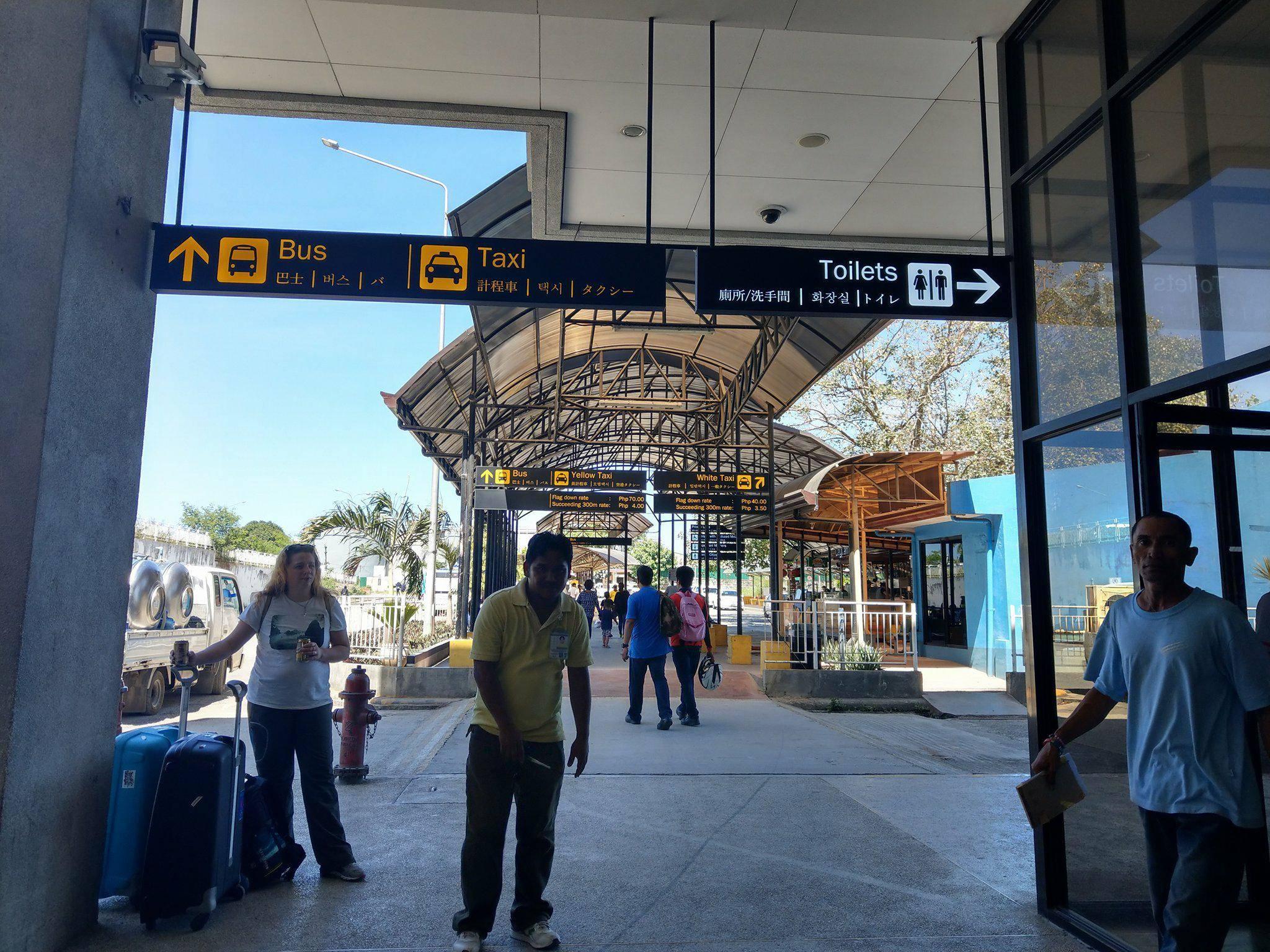 出境後會看到的巴士指示|圖片來源:Vanessa