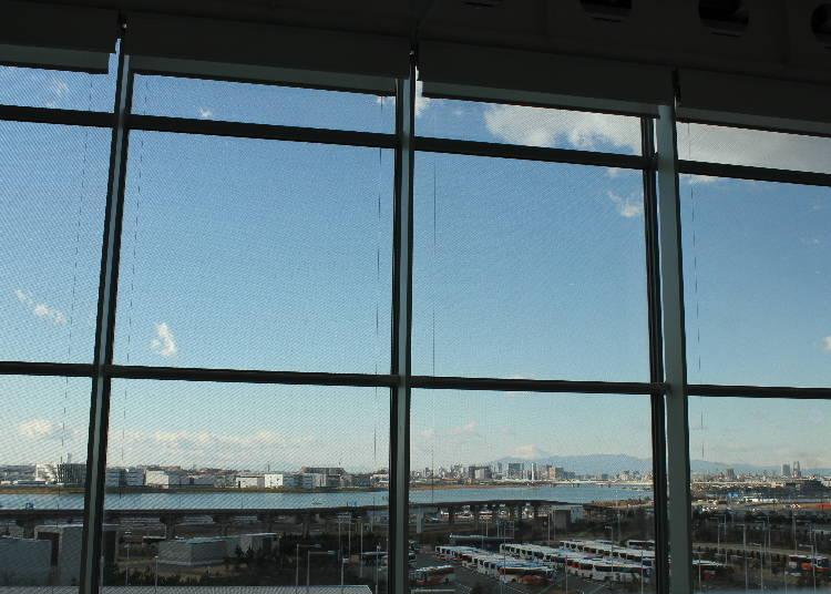 天氣好的時候可以從MOS CAFE的內用座位看到窗外的富士山美景。