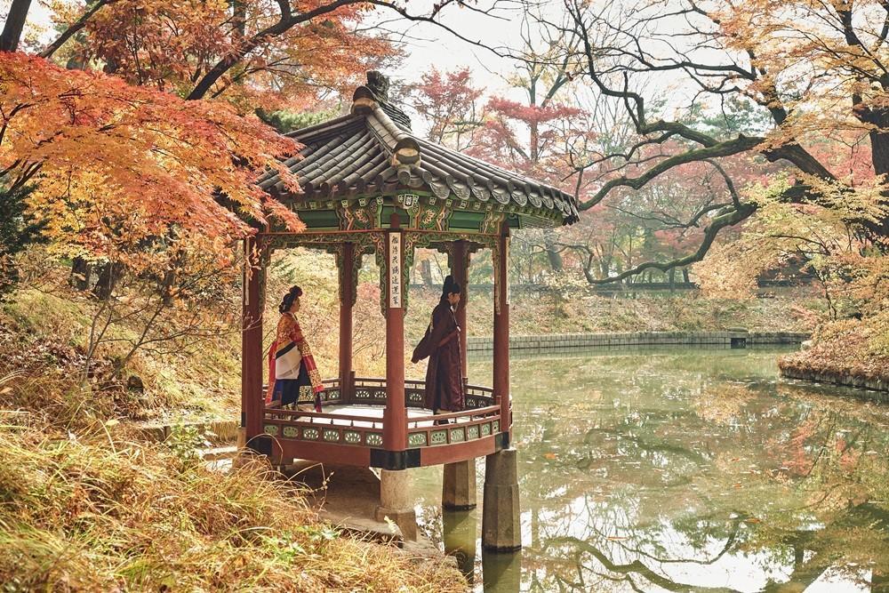 《李屍朝鮮》盡收韓國大自然廣濶美景,美術、道具、場景皆不馬虎。(Netflix提供)
