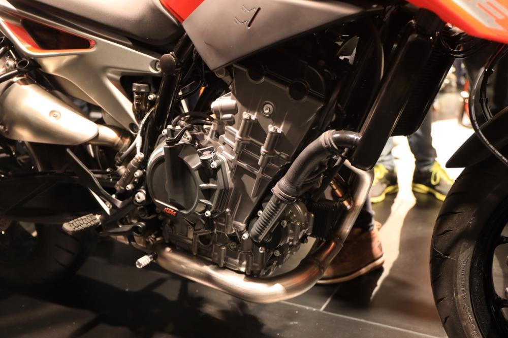 LC8c 並列雙缸引擎。
