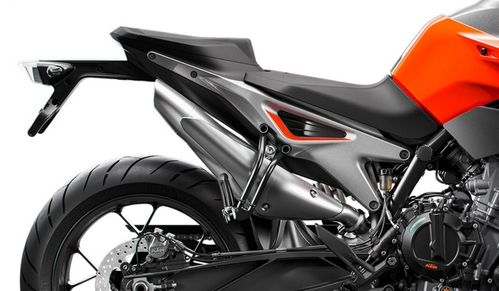 鋁合金Y型副車架造型特別,並且捨去不必要的塑料件。