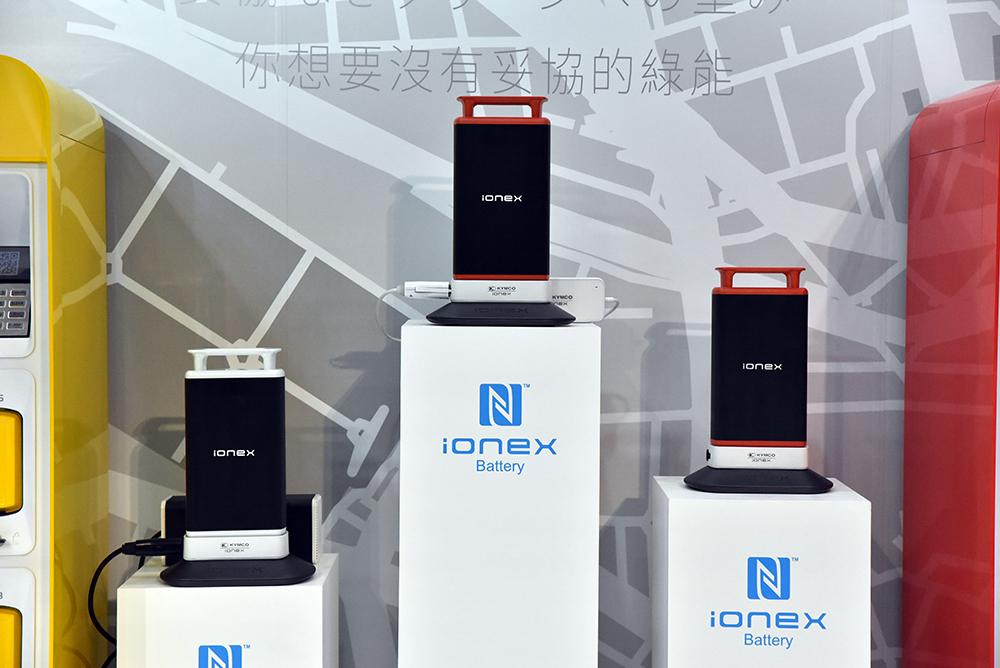 設有公共插座讓騎士們能以隨身攜帶的充電器為IONEX電池充電。