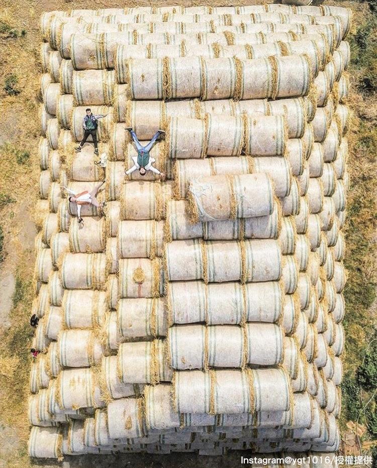 「金億陽農場」的稻草捲景色,不只療癒也超好拍。圖:翻攝自instagram ygt1016/開放權限