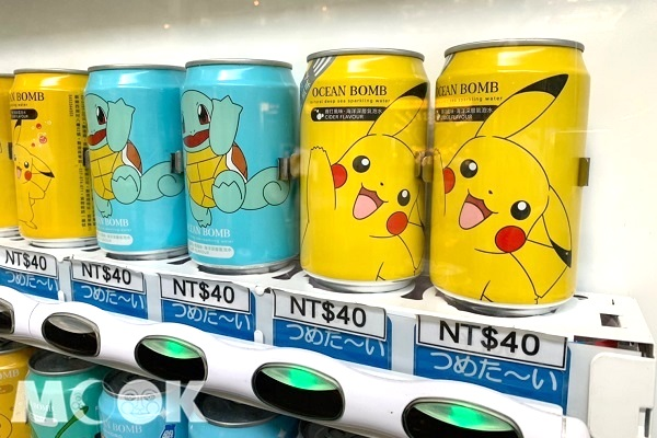不僅有兔兔與P助的飲料包裝,還有寶可夢飲料也在其中販售。