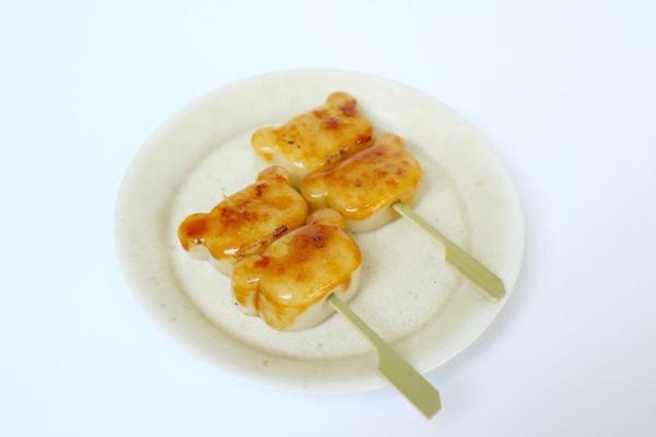 拉拉熊頭造型的烤糯米糰子