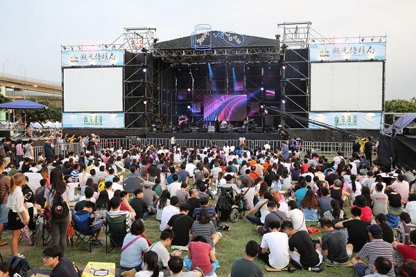今年台北大稻埕情人節以「萬人一起唱情歌」為主題,在8月3日、4日於延平河濱公園登場。(圖/台北市政府,以下同)