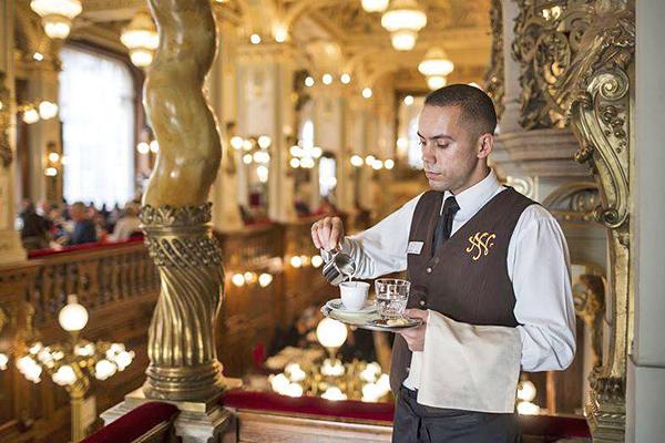 咖啡館瀰漫的皇室的優雅氣息