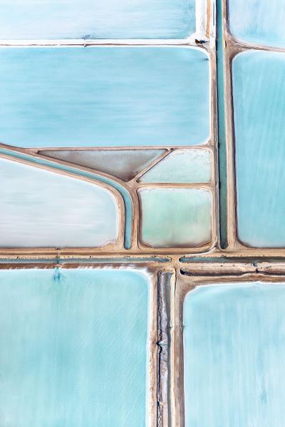 各種不同深淺的藍色在大地上就像是一幅美麗的抽象畫。(圖片來源/Simon Butterworth)