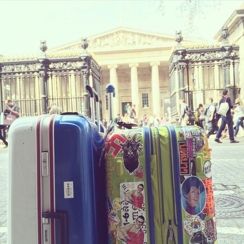 千里迢迢到了大英博物館,卻因為禁帶行李而進不去。