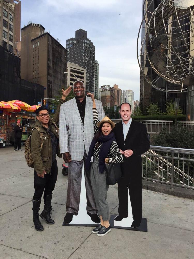 紐約街頭無奇不有,就連人物背板也是一種風景。