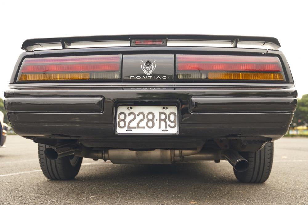尾部的尾翼也與霹靂車相同,中間還看得到龐帝克招牌的火鳥標誌。