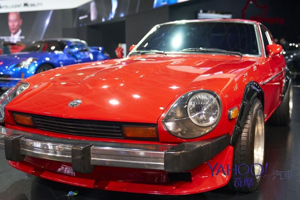 修長的車頭以及美式前凸的保險桿,是280Z非常容易辨識的外觀特色。