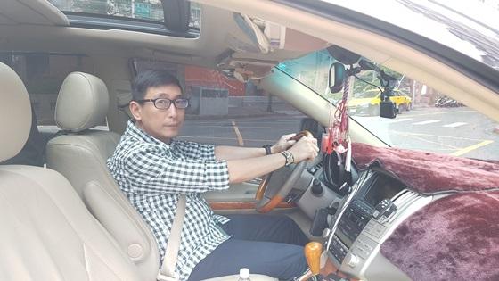 宋少卿開車最怕龜速車,認為道路上不應設置機車專用停車格。(圖/宋少卿提供)
