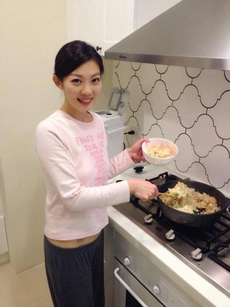 戴心怡有時在家也會自己動手料理,展現賢慧。擷取自戴心怡臉書