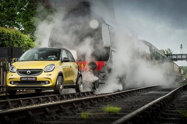 品牌DNA來自無限創意!英國smart讓forfour變身小火車