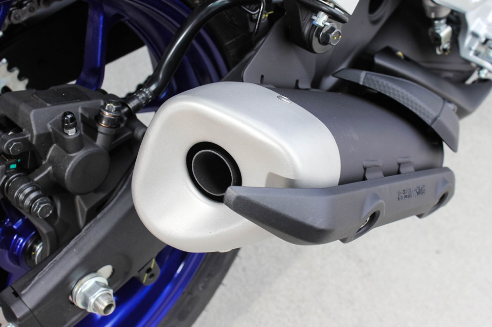 排氣管與防燙蓋造型短小精悍,與車身線條十分搭配。