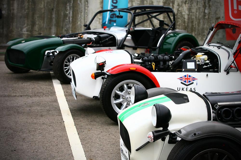 經過德國歐馬汽車的努力,現在Caterham多款車型也可以正式領牌上路了!