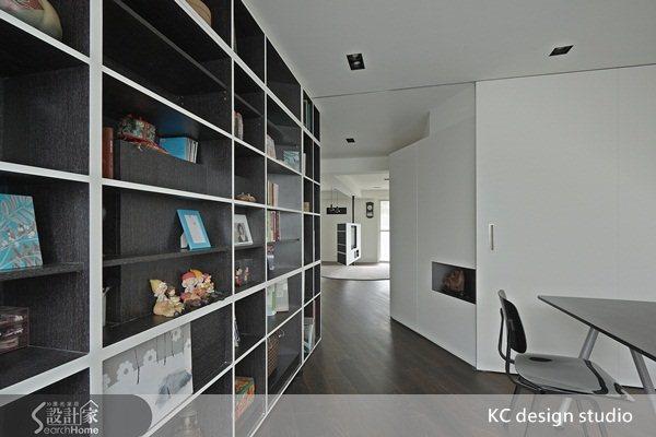 書房與客廳動線規劃。