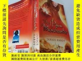 二手書博民逛書店the罕見pain merchants THE HEALING WARS:痛苦促成了治愈戰爭Y200392