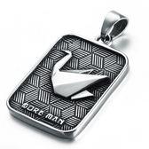 《 QBOX 》FASHION 飾品【CPGG0194】精緻個性方牌立體紙鶴鑄造鈦鋼墬子項鍊