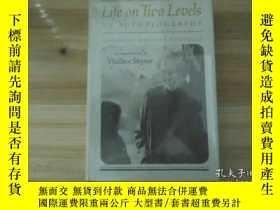 二手書博民逛書店life罕見on two levels【精裝】Y20621 看圖