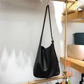 水桶包女大容量百搭簡約單肩托特斜挎水桶包【橘社小鎮】