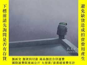 二手書博民逛書店英文原版罕見陳誌勇新作 蟬 精裝繪本 Shaun Tan: Cicada 同作者獲獎作品 The Arrival