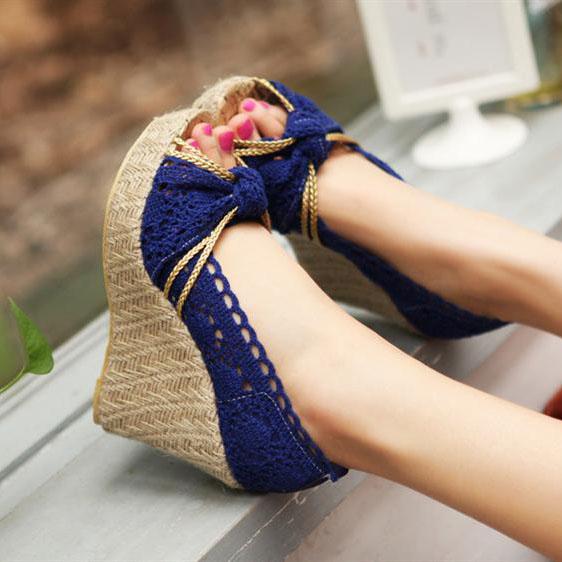 中大尺碼女鞋 夏季新款女鞋 時尚蕾絲休閑鏤空魚嘴高跟坡跟防水臺涼鞋