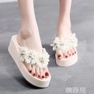 厚底拖鞋 Bzbz新款海邊花朵沙灘拖鞋女夏外穿時尚厚底人字拖坡跟防滑涼拖鞋 韓菲兒